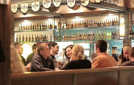 Kandelabry Bar Image