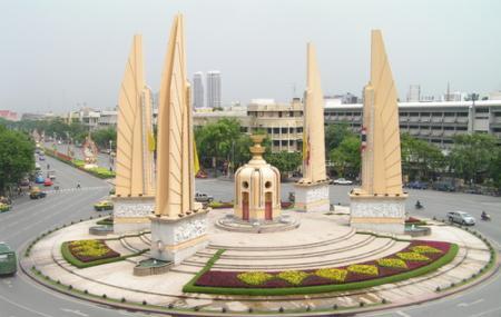 Democracy Monument Image