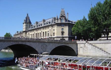 Bateaux Parisiens River Cruise Image
