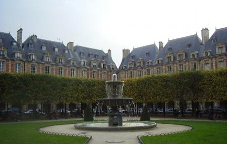 Marais Square Of Vosges Image