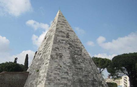 Cestius Pyramid Image