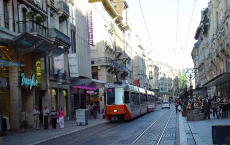 Rue Du Rhone Image