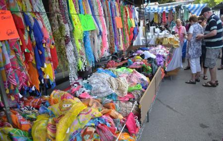 El Cisne Flea Market Image