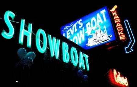 Levis Showboat Image