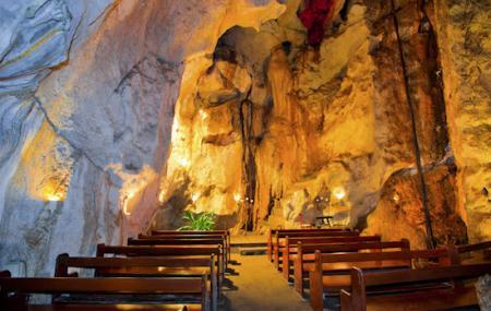 Capricorn Caves Image