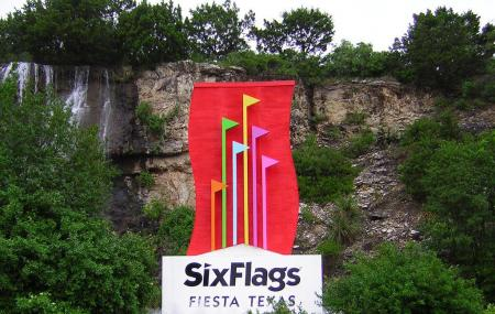 Six Flags Fiesta Texas Image