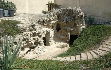 Anfushi Tombs Image