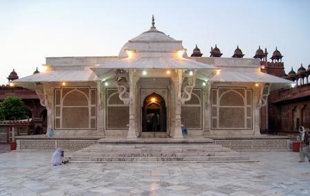 Sufi Saint Shaikh Salim Chisti Tomb Image
