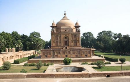 Khusro Bagh Image