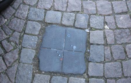 Spitting Stone Image