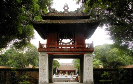 Temple Of Literature And National University Image
