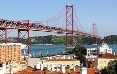 25 De Abril Bridge Image