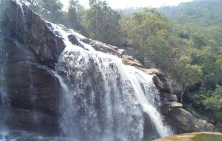 Thoovanam Falls Image