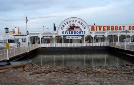 Gateway Arch Riverboats Image