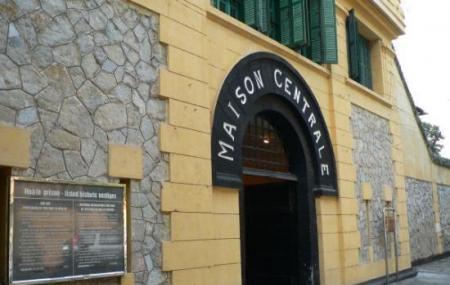Hoa Lo Prison Image