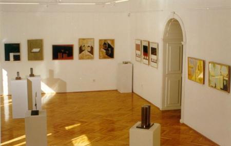Vaszary Gallery Image