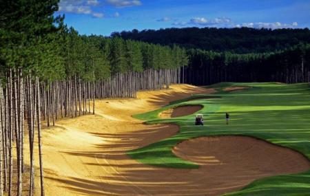 Le Diable Golf Course Image