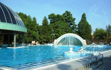 Mineral Bath Swimming Pool Park Image