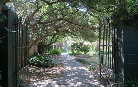 Gateway Walk Image