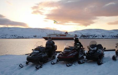 Overnight Snowmobile Tour Image