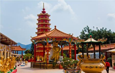 Ten Thousand Buddhas Monastery Image