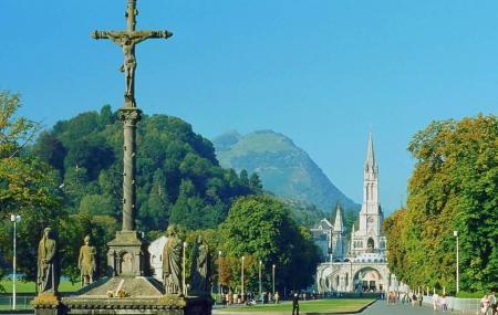 Basilique De L'immaculée-conception De Lourdes Image