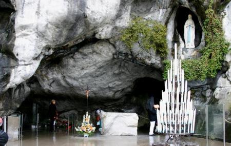 Grotte De Massabielle Image