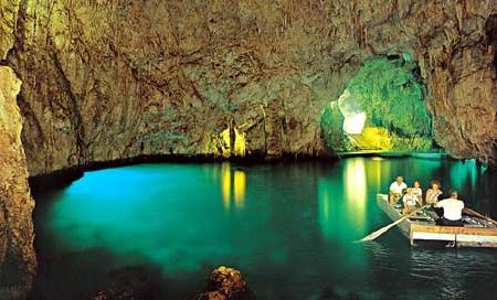 Grotta Dello Smeraldo Image