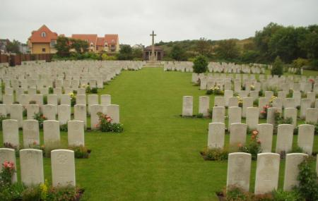 Les Baraques Military Cemetery Image