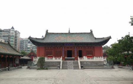 Zhengzhou Town's God Temple Image