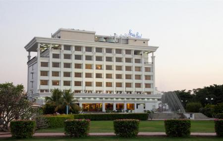 Sun-n-sand Hotel Image