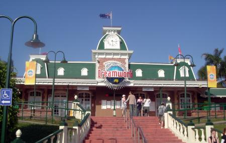 Dreamworld Theme Park Image