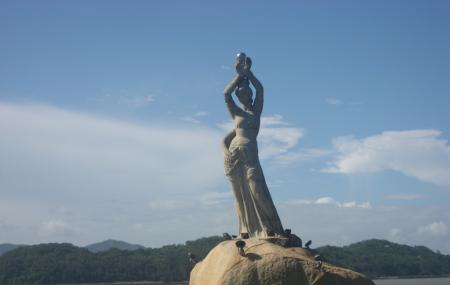 Statue Of Fisher Girl Image