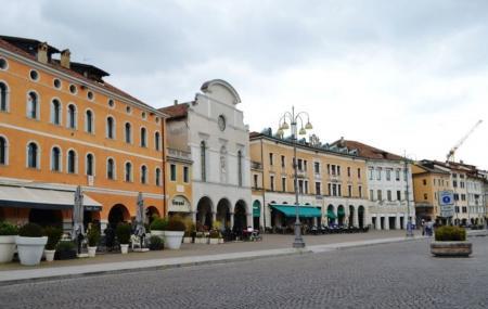 Piazza Dei Martiri Image