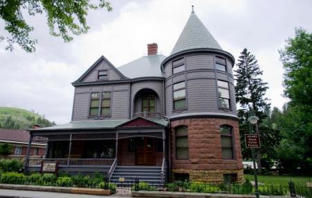 Adams House Image