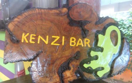 Kenzi Bar, Flic En Flac