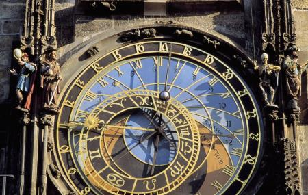 Old Town Sqaure Hall And Astronomical Clock Image