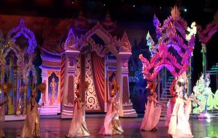 Tiffany's Show Image