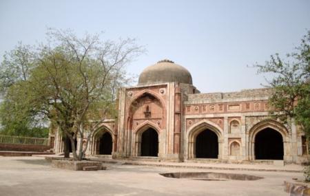 Jamali Kamali Mosque And Tomb Image