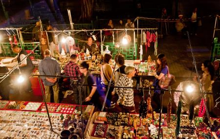 Temple Street Night Market Image