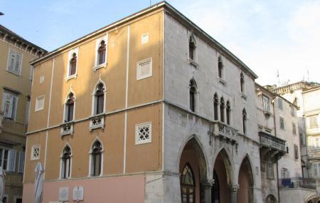 Ethnographic Museum Split Image
