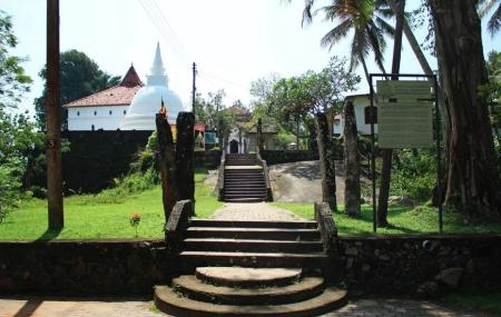 Galapatha Buddhist Temple Image