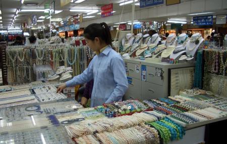 Shanghai's Hongqiao Pearl Market Image