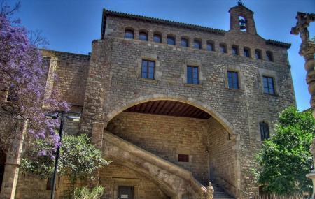 Antic Hospital De La Santa Creu Image
