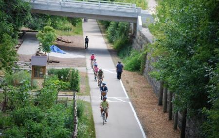 Oak Leaf Trail Image