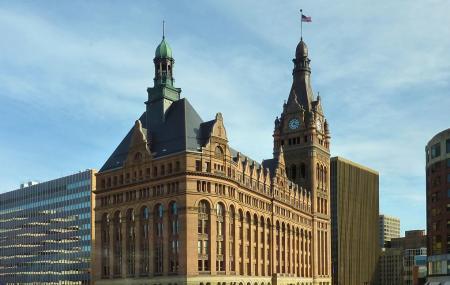 Milwaukee City Hall Image