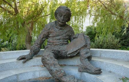 Albert Einstein Memorial Image