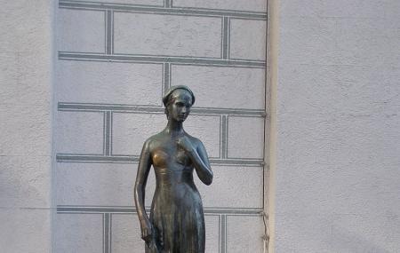 Juliet Capulet Statue Image