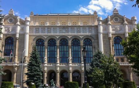 Vígado Concert Hall Image
