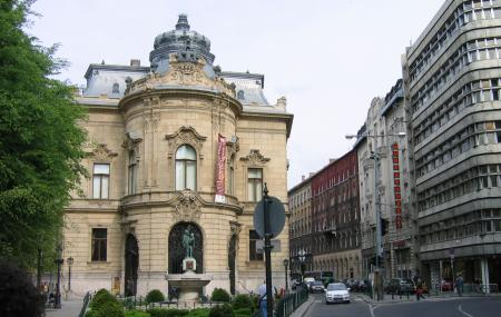 Metropolitan Ervin Szabo Library, Budapest